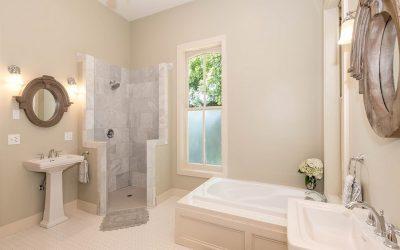 Aménagement de salle de bain pour senior : les indispensables